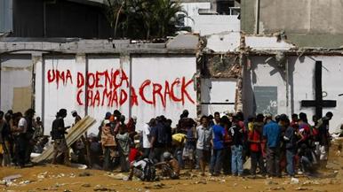USUÁRIO DE CRACK, VAI ADOTAR UM? | Por Fernando Dinis