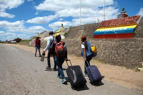 Invasão de refugiados venezuelanos no Brasil, através de Pacaraima (Roraima) | Por Dilmar Isidoro
