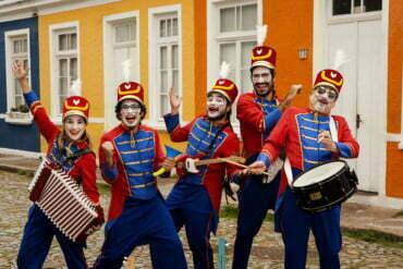 Orquestra de brinquedos faz curta temporada em Porto Alegre