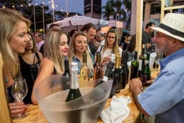 Vinho na Vila reúne amantes de vinho e gastronomia em Porto Alegre