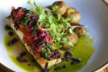 Série de jantares no UM Bar&Cozinha BarraShoppingSul homenageia o mês da mulher