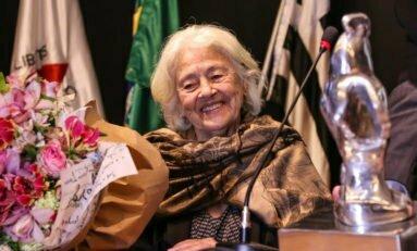 Instituto Ling promove aula de poesia on-line e gratuita em homenagem à escritora Adélia Prado