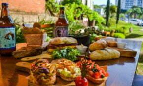 Happy hour ao ar livre no Giardino Cantina Famiglia Facin