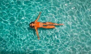 5 dicas para quem quer manter a saúde do couro cabeludo e a beleza dos fios durante os dias de calor