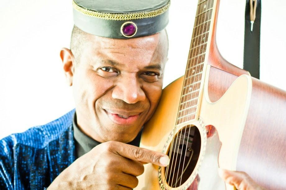 Referência do violão, Mestre Robson Miguel faz show híbrido no Instituto Ling neste sábado, dia 20