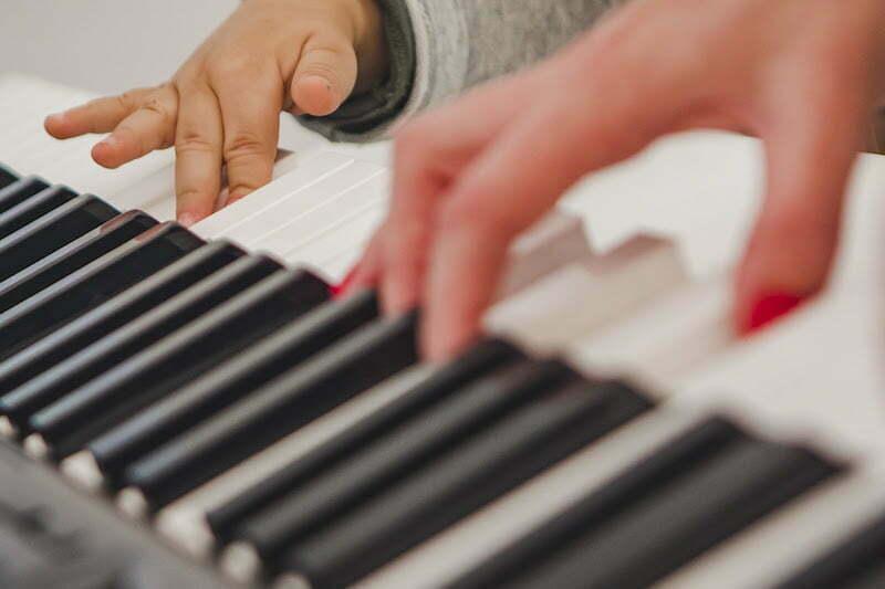 Aula virtual e gratuita de musicalização é atração para as crianças neste sábado, dia 6 de março