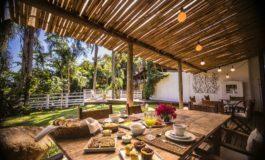 Hospedaria das Brisas, na Praia do Rosa, encanta com seu clima de praia e serra