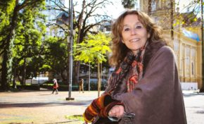 Exposição pioneira leva homenagem a Porto Alegre para viagens do Trensurb