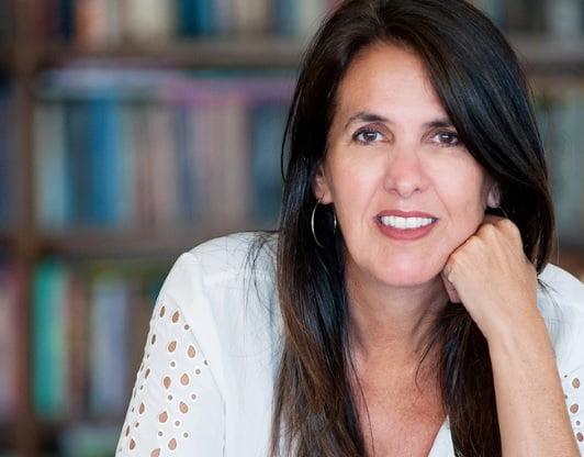 Martha Medeiros é patrona da 15ª feira do livro do Colégio João Paulo I – Higienópolis