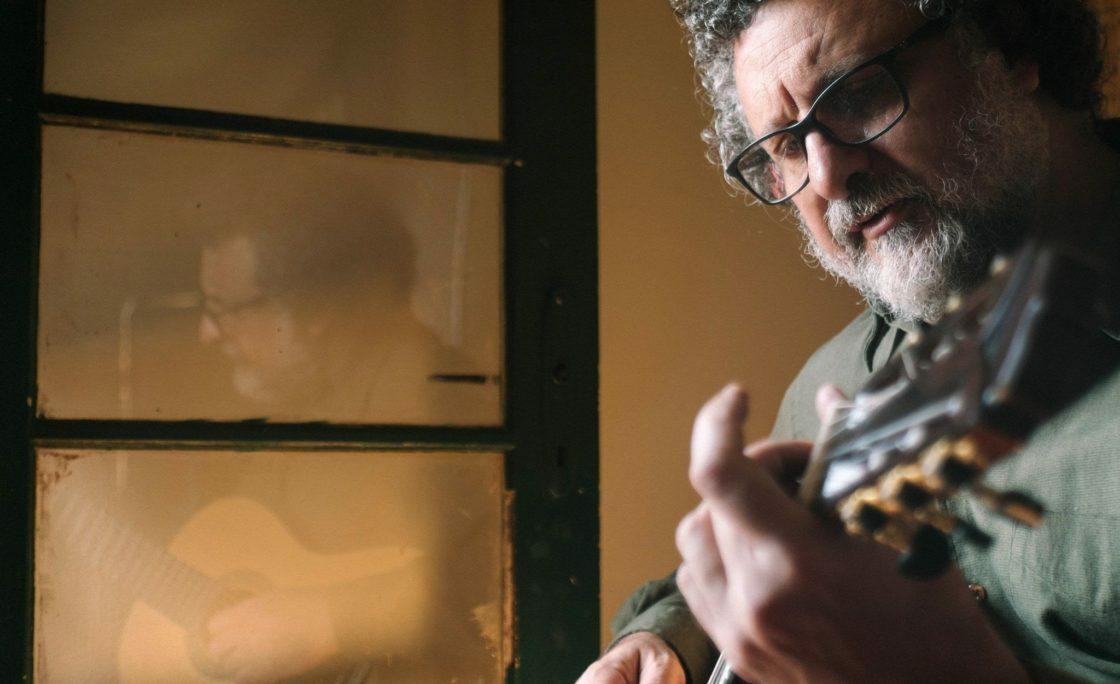 Marcelo Delacroix apresenta Show híbrido no Teatro CHC Santa Casa dia 14/10/21